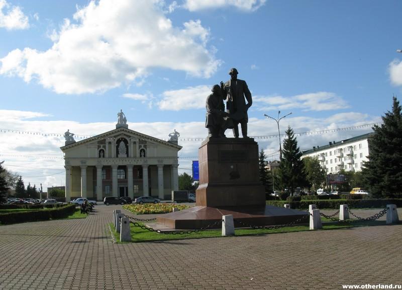 Нижний Тагил, памятник Черепановым